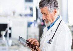 老年人患上甲亢有哪些症状表现呢?
